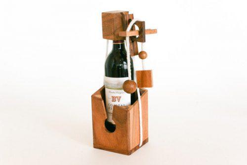בקבוק יין ומשחק חשיבה